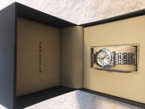 Burberry Watch Like New wrist size 5 inches