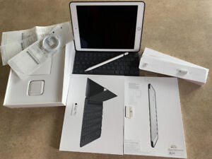 IPad Pro 9.7 Silver 32GB in great condition with Keyboard Pencil