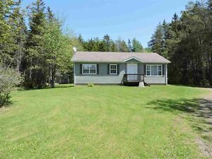 Like New! Great Bungalow just outside of Amherst!!