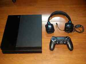 Ps4 with 6 games and a headset Cambridge Kitchener Area image 1