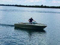 19' SEA RAY I.O. 165 hp in line 6 Cyl