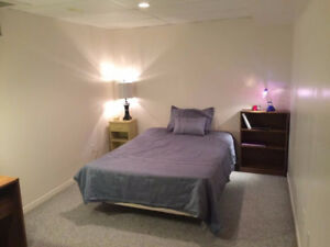 Spacious Room/ Private Shower/Parking/ University & Bridge Area