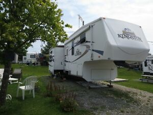 FIFTH WHEEL CROSS ROAD KINGSTON EN PARFAITE CONDITION