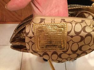 """""""Coach"""" Gold/ Black Handbag Oakville / Halton Region Toronto (GTA) image 4"""