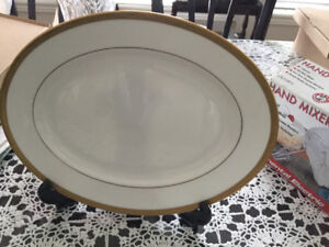 Clasic  Lenox  plate with 24K gold trim for sale