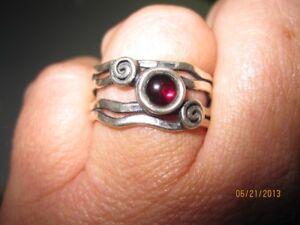 Sterling Silver Ring w/garnet sz8