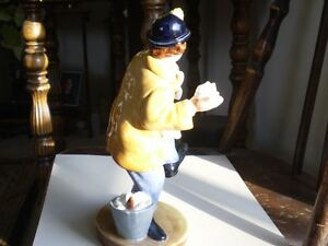 "Royal Doulton Figurine - "" The Clown "" HN2890 Kitchener / Waterloo Kitchener Area image 5"