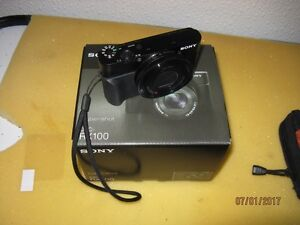 SONY RX100M1 with accesories and case.,etc