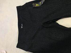 NEW Old Navy Black Cropped Workout Leggings