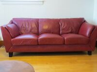 sofa en cuir rouge