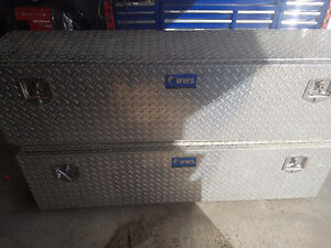 Side tool boxes