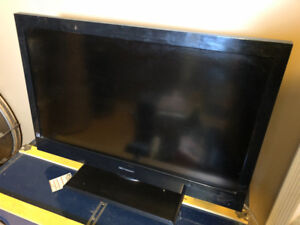 32 inch Emerson TV with Fixed Wall Mount