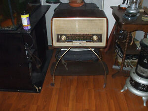 OLD ANTIQUE RADIO FOR SALE