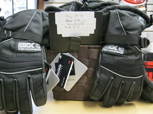 KIDS AN SMALL ADULT WINTER GLOVES Kitchener / Waterloo Kitchener Area image 1