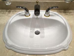 Lavabo salle de bain et robinetterie