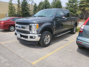 2017 Ford F250 XLT LOW KM