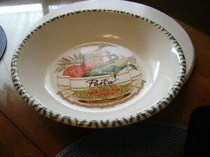 Pasta serving dish set Kitchener / Waterloo Kitchener Area image 2