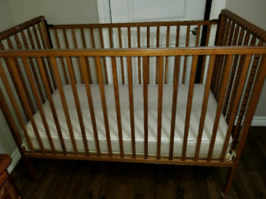 Convertible Wooden baby crib including mattress! (Barely used)