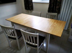 Rubber wood Dining Table and 4 Matching Chairs