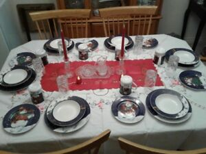 Christmas Dinnerware Set