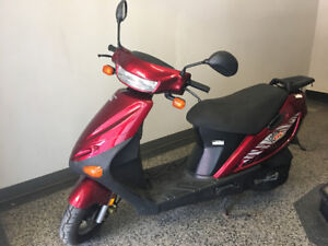 2003 50cc Scooter great on gas. Excellent Conidtion!