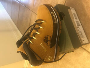 Timberland youth Boys boots size 1
