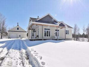Splendide maison avec vue et accès au Lac Lovering à Magog
