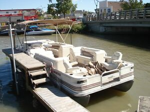 2000 25ft Bennington luxury pontoon