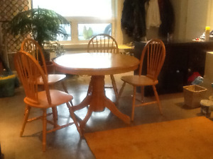 Maple dining table & 4 chairs