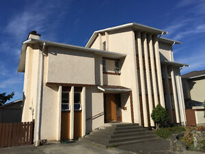 Furnished 1 bedroom 1 block to UVic