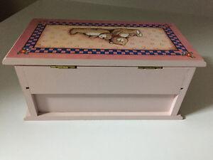 Painted wood jewellery box London Ontario image 4