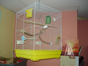 Bird Cage Medium size excellent condition and lots of accessorie