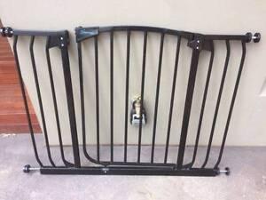 Dream Baby Hallway Safety Gate Weetangera Belconnen Area Preview