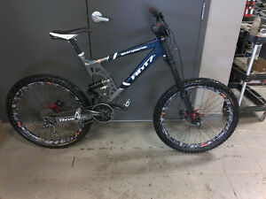 Rocky Mountain RM7 FR with a Marzocchi Shiver