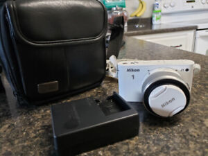 Nikon 1 J1 Camera with Battery, Bag and 16gb SD Card LIKE NEW