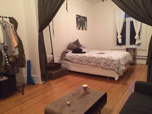 Huge Room in Mile-End for one month Sublet