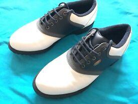 Golf shoes size 6 VGC