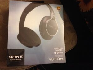 Sony wireless Blue tooth head phone  New