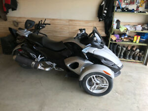 CAN-AM SPYDER LIKE NEW.  $$$WINTER PRICED$$$