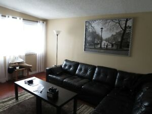Spacious 6 bedroom house near Mohawk College!