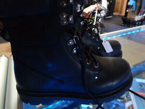 NEW size 7 boots in box-  recycledgear.ca Kawartha Lakes Peterborough Area image 1
