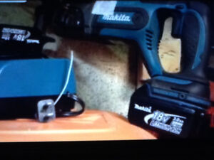 "LIKE NEW MAKITA Rotary Hammer Drill 16"" BHR241 +2 batts & $249"