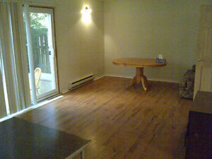 90B McDougall Rd $555 incl util single room 2 months free RENT!!