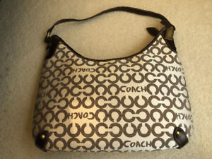 COACH PURSE ******** BRAND NEW ***** NEVER USED NEW **