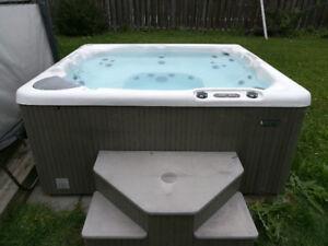 Beachcomber Model 360 Hot tub 6+1 seats -- like new condition