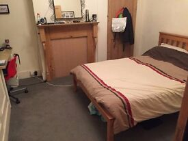 Double room in cosy 3 bed Tooting flat, v near rail station