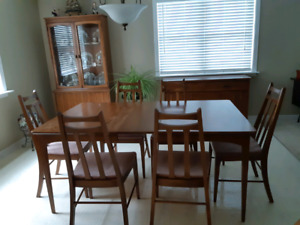 Knechtel | Buy or Sell Dining Table & Sets in Ontario