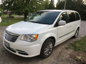2016 Town and Country van