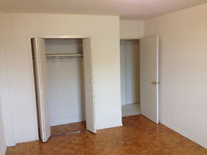 Female Only 595$ furnished,Yonge & Finch Sabway.first of April