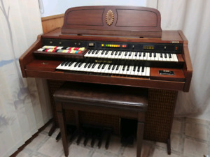 Antique Hammond Organ